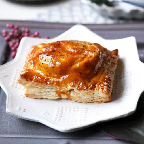 トマトのパイ包み~チーズソース添え~